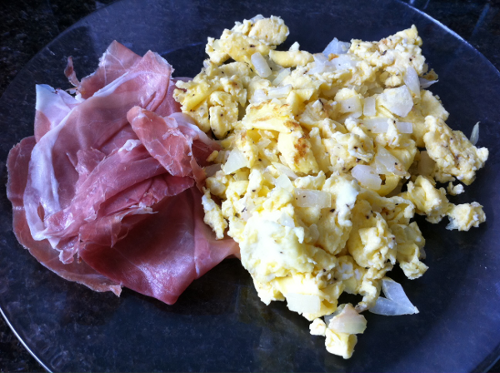 Scrambled eggs with onions and a side of prosciutto (3 eggs)